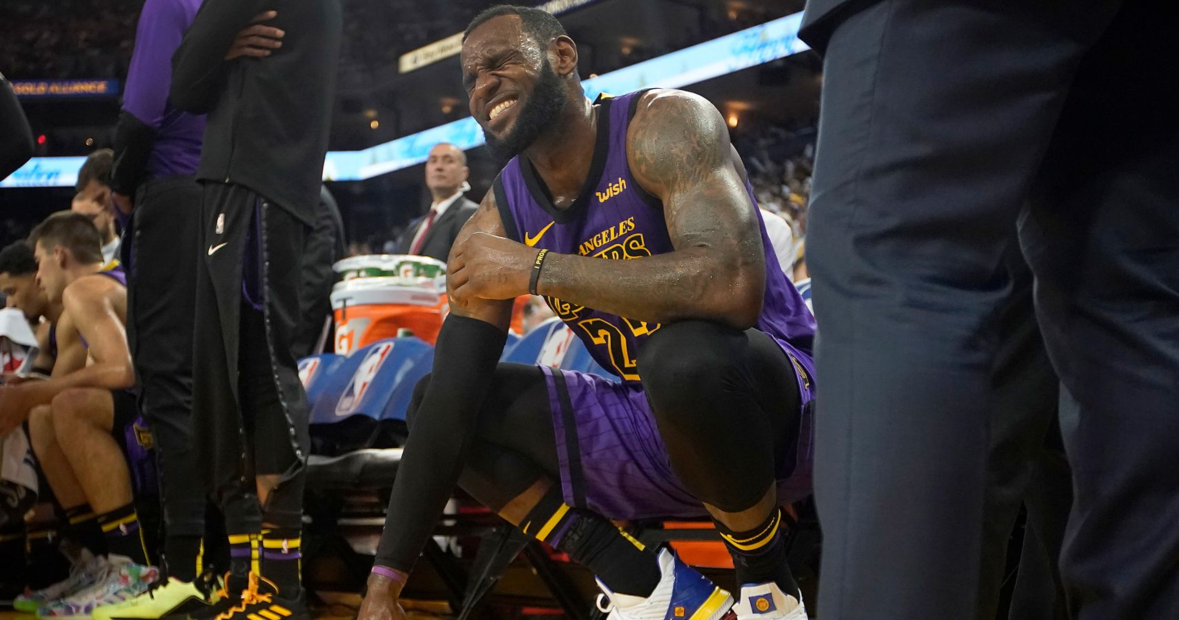bd9a504a756 Lakers Expect LeBron James To Miss Multiple Games With Groin Injury