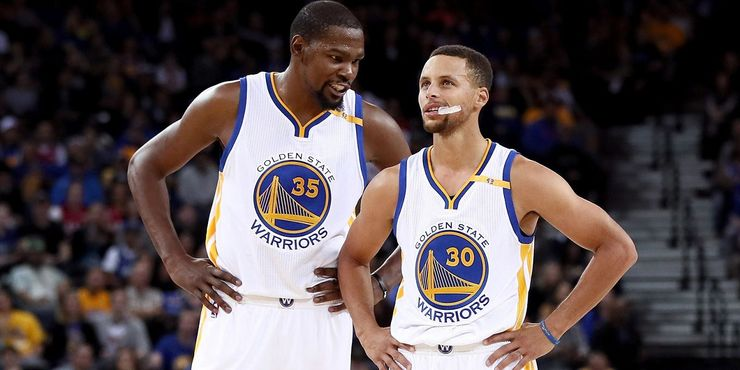 Kevin Durant dan Stephen Curry. Sumber: thesportster.com